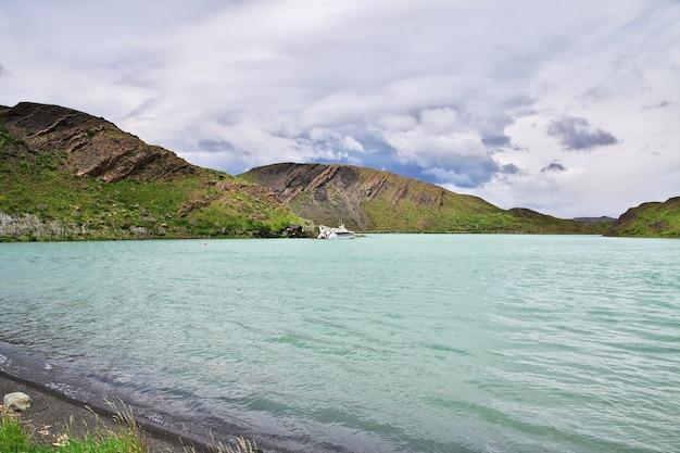 Lago pehoe nel parco nazionale torres del paine, patagonia, cile