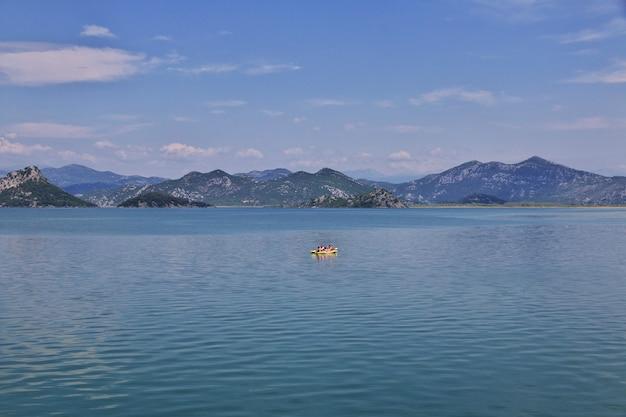 Lago shkodra nel montenegro, balcani