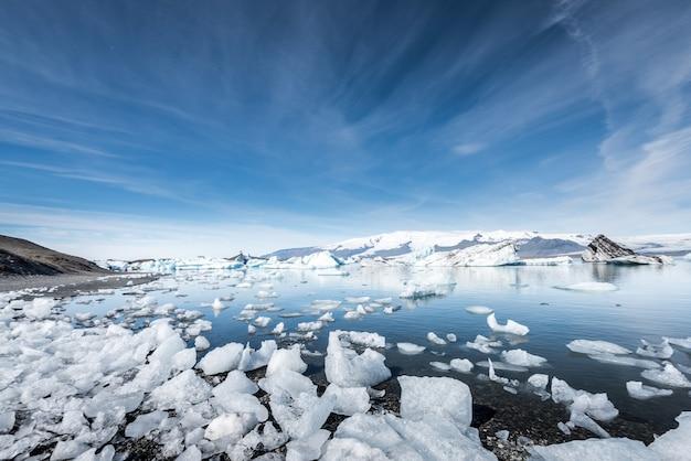 Laguna di ghiaccio del ghiacciaio jokulsarlon, islanda