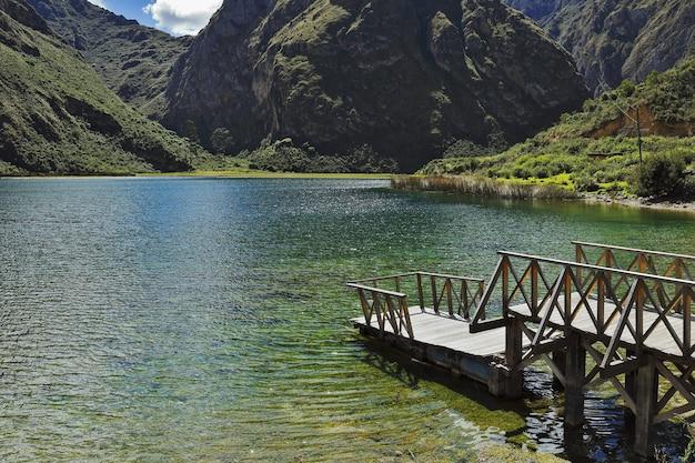 Laguna di piquecocha a huancaya