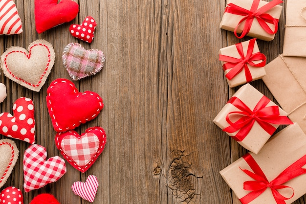 Laici piatti di san valentino presenta con ornamenti