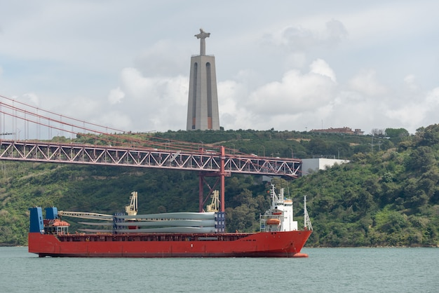 Lame carring della nave per un mulino a vento