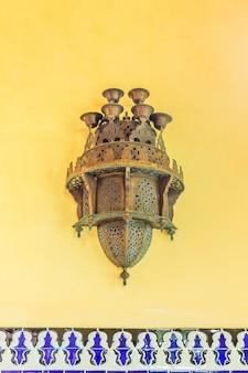 Lampada araba tradizionale usata per le costruzioni ornamentali
