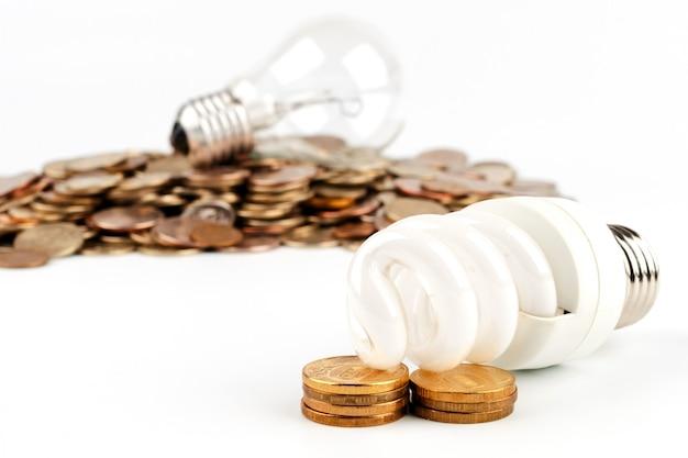 Lampadina a risparmio energetico e lampadina a incandescenza