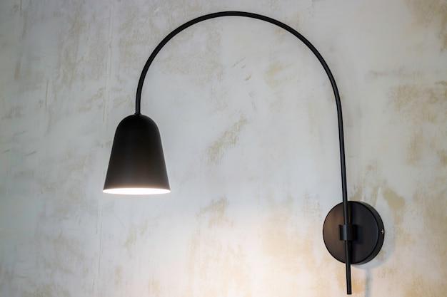Lampadine vintage appese al muro