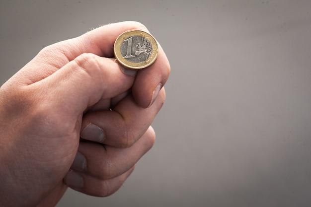 Lanciare monete in euro, teste o croce che decidi tu