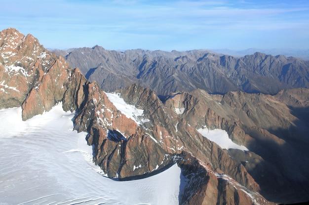 Landscpae delle alpi meridionali dalla cima del monte cook in nuova zelanda