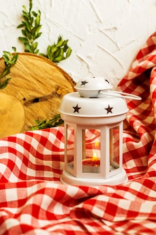 Lanterna bianca decorativa di natale
