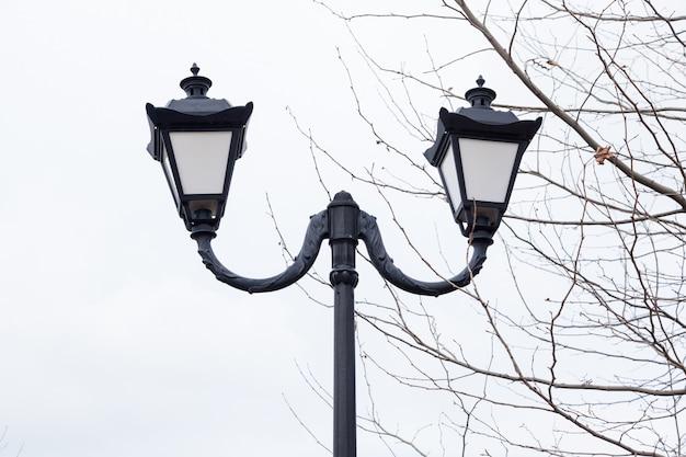 Lanterna stradale vintage in ghisa nera