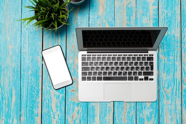 Laptop sulla scrivania