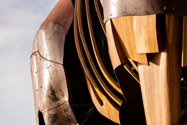 Lastre di acciaio arrugginite unite con rivetti