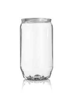 Latta di bevanda in bianco dell'imballaggio isolata