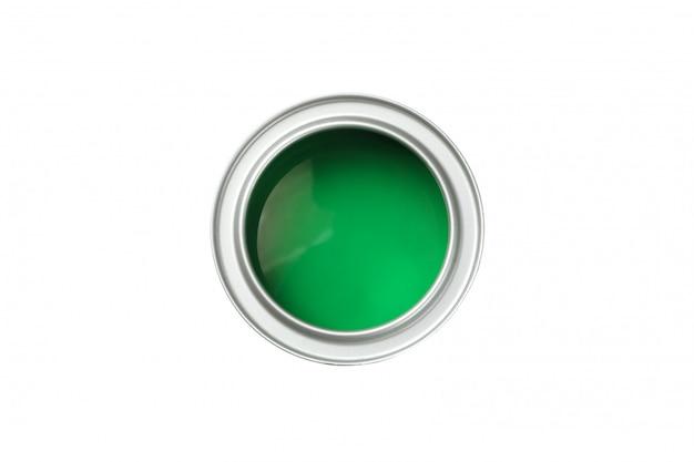 Latta di vernice verde isolata su superficie bianca