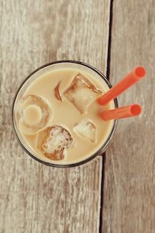 Latte di ghiaccio con chicchi di caffè