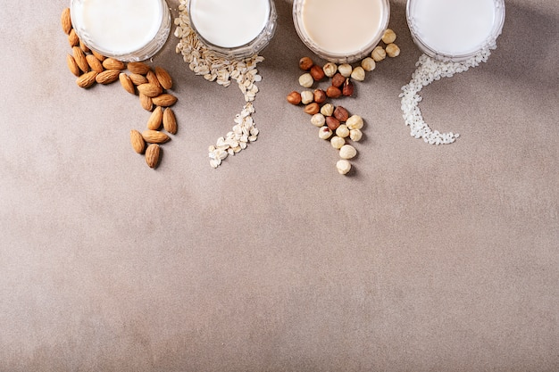 Latte di mandorle, nocciole, avena e riso