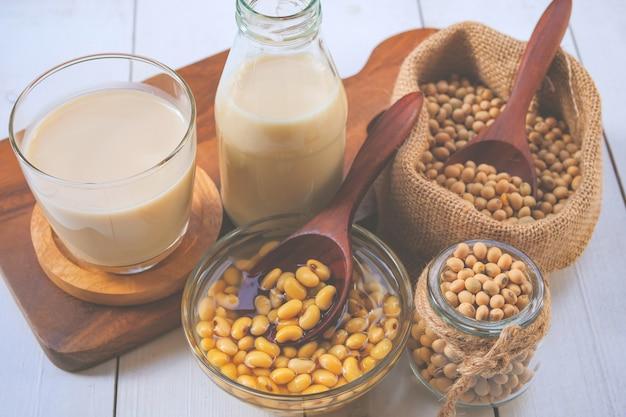 Latte di soia e soia fatti in casa