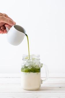 Latte ghiacciato al tè verde matcha