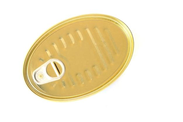 Lattina oblunga con tiraggio ad anello. isolato