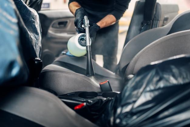 Lavaggio a secco professionale dei seggiolini auto