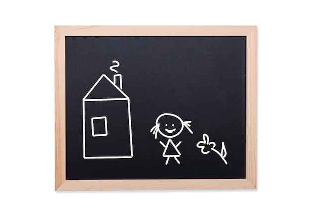 Lavagna con il disegno del bambino: casa, fiore e ragazza sorridente, immagine di concetto
