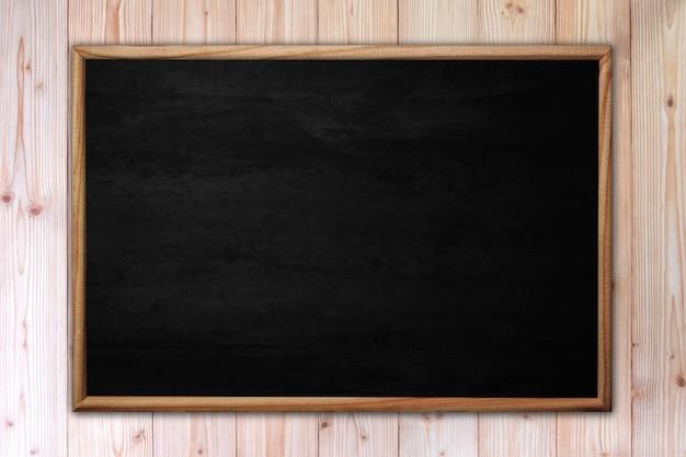 Lavagna o lavagna astratta con la struttura su legno