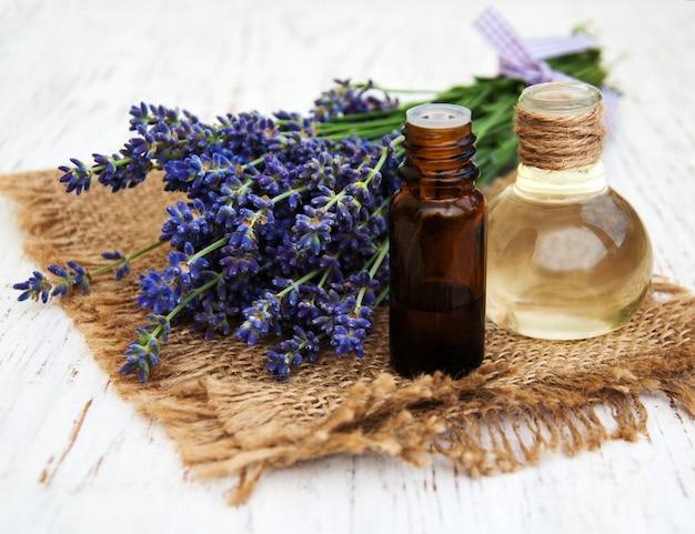Lavanda e olio per massaggi