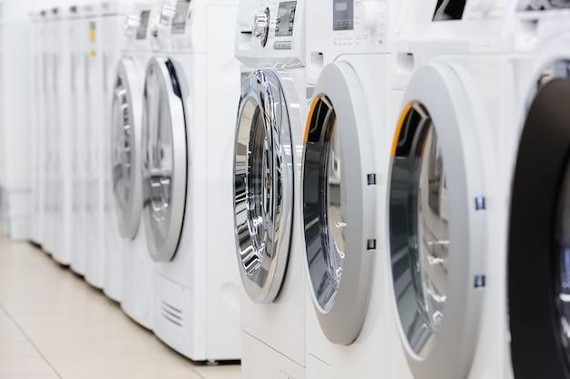Lavare i mashines nel negozio di elettrodomestici