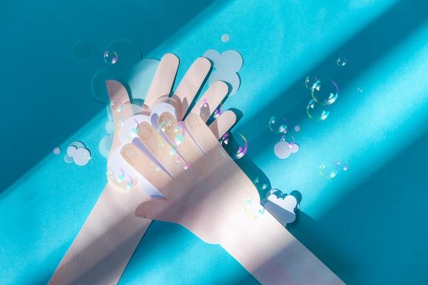 Lavarsi le mani con le bolle di sapone