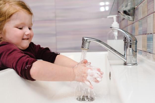 Lavarsi le mani e l'igiene. prevenzione del coronavirus, malattia influenzale