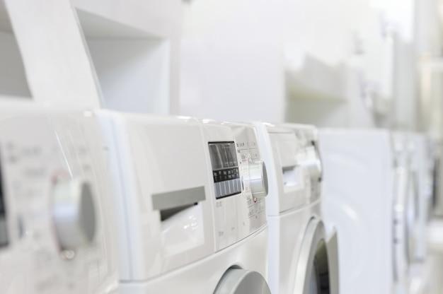 Lavatrici nel negozio di elettrodomestici