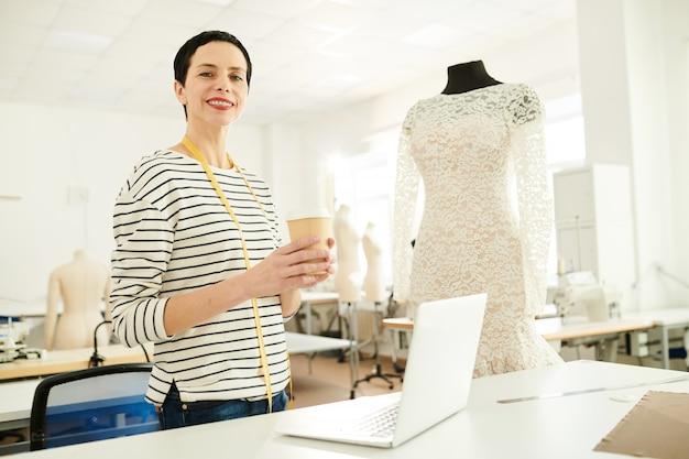 Lavorando in studio di moda