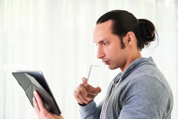 Lavorando su tablet pc