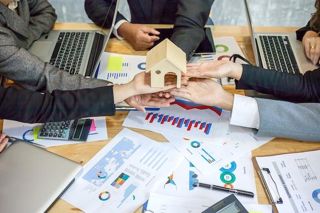 Lavorare come un lavoro di squadra di imprese immobiliari.