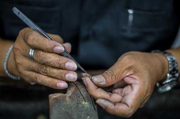 Lavorazione pietre preziose