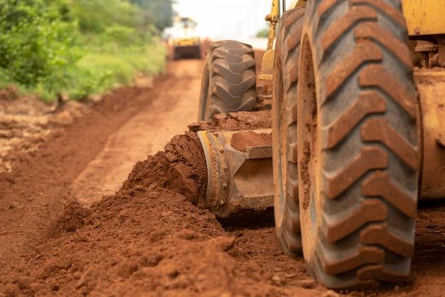 Lavori stradali di base per il miglioramento dell'edilizia civile.