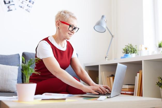 Lavoro di organizzazione donna