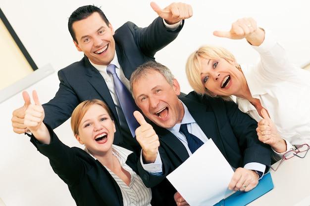 Lavoro di squadra, discussione in ufficio