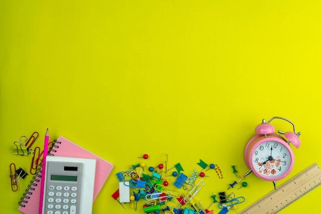 Lay piatto di educazione torna a sfondo scuola e oggetti business
