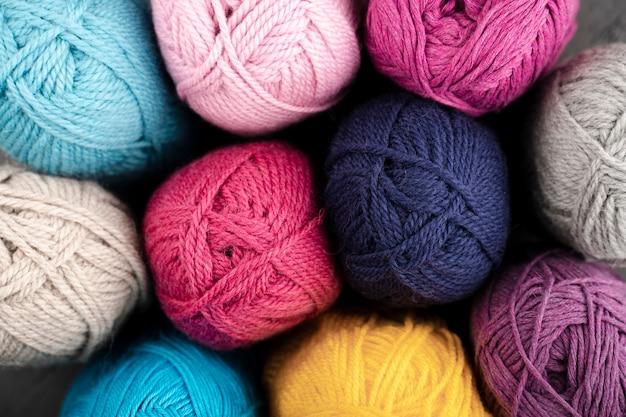Lay piatto di filato di lana colorata