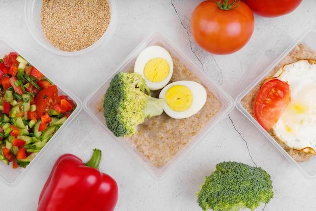 Lay piatto di uova e verdure