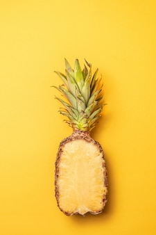 Layout creativo fatto di ananas, stile minimal. distesi.