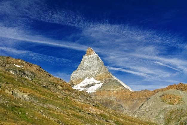 Le alpi svizzere belle abbelliscono con le montagne, le rocce e il ghiacciaio, svizzera