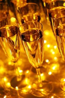 Le bevande di ogni celebrazione includono sempre champagne