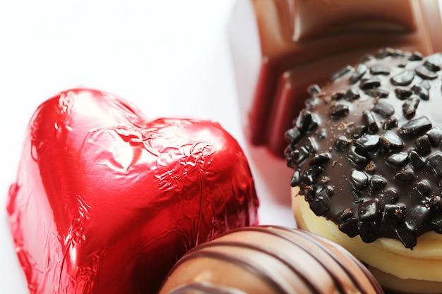 Le caramelle di cioccolato si chiudono in su