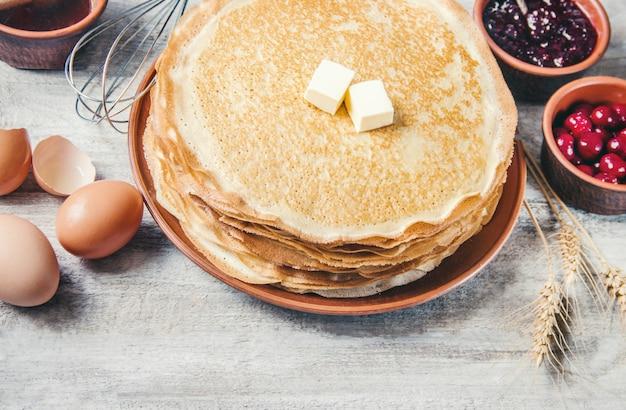 Le crepes sono fatte in casa. pancakes.