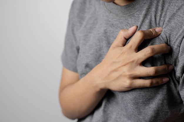 Le donne con dolore al cuore.