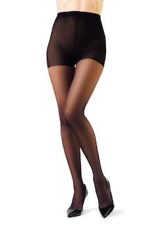 Le gambe della donna perfetta in collant isolato su bianco
