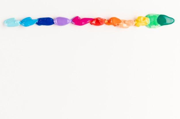 Le gocce di vernice con lo spazio colore