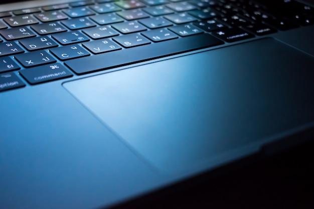 Le immagini di sfondo utilizzano progetti grafici, siti tecnologici o programmatori.