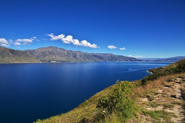 Le montagne e la valle dell'isola del sud, nuova zelanda